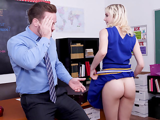 Teen cheerleader blows her teacher