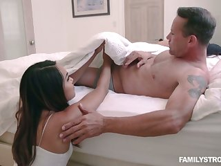 Bootyful step daughter Sheena Ryder has a crush on her stepdad