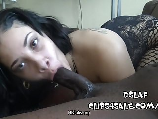 Amateur black whore gagging on veiny BBC