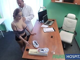 Fleshy teenager comes to obtain her compressing solved at faux clinic best sex